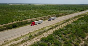 Daimler Trucks tests truck platooning on US highways