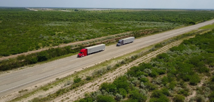 Daimler Trucks tests truck platooning on US highways