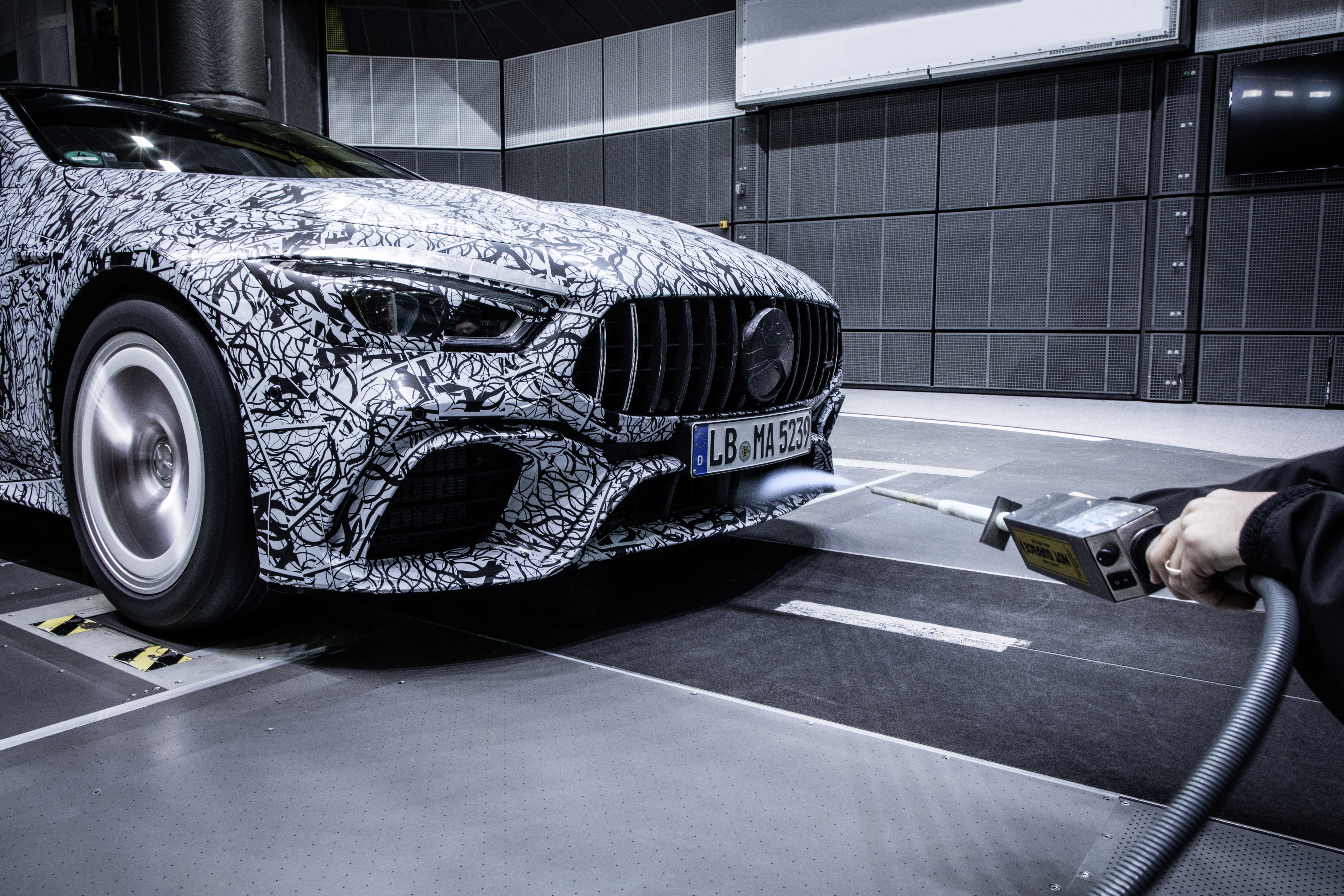 mercedes amg releases gt coupe testing images. Black Bedroom Furniture Sets. Home Design Ideas