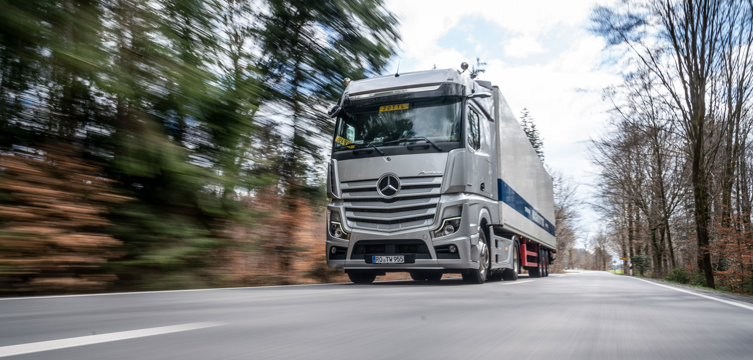 Customers in Germany test new Mercedes-Benz Actros